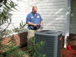HVAC Techncian servicing air conditioner